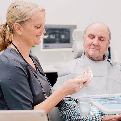 Zahnarzt Köln-Bayenthal - Dr. Andrea Fedder - Praxis - Behandlung